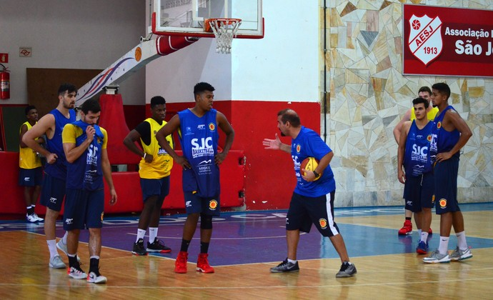São José Basquete treino (Foto: Danilo Sardinha/GloboEsporte.com)