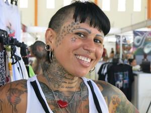 Totolinha e suas tatuagens (Foto: Mariane Rossi/G1)