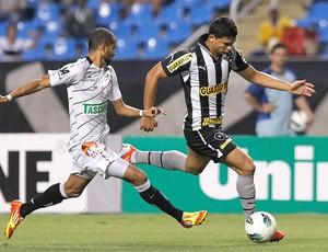 Elkeson e Pablo, Botafogo x Figueirense (Foto: Wagner Meier / AGIF)