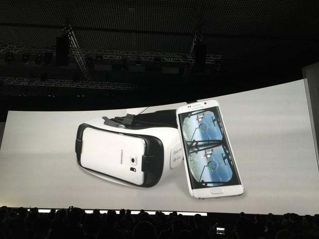 Nova geração de óculos de realidade aumentada da Samsung (Foto: Helton Gomes/G1)