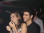 Juliana Paiva curte show agarradinha com Juliano Laham no Rio