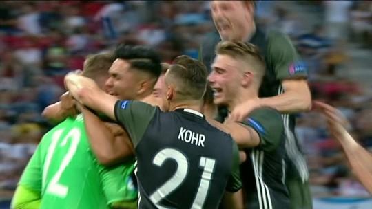 """""""Cola"""" funciona, goleiro pega dois pênaltis, e Alemanha vai à final da Euro Sub-21"""