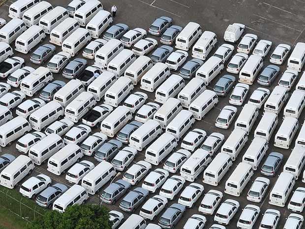 Parte da frota alugada de veículos do GDF, que foram devolvidos para o governo reduzir gastos (Foto: Nilson Carvalho/Agência Brasília)