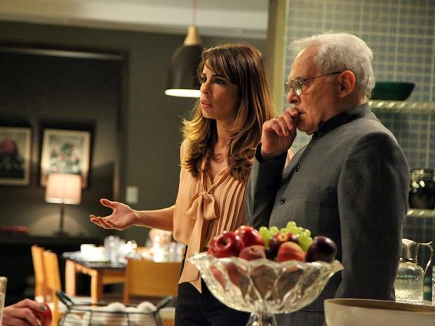 Danielle fica chocada com a revelação de Amanda  (Foto: Carol Caminha/TV Globo)