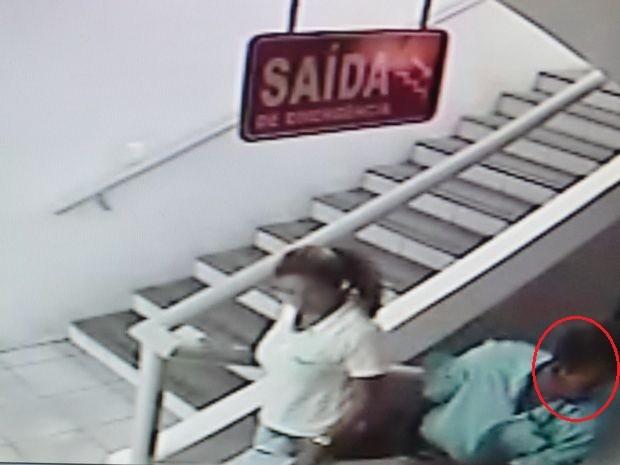 Suspeito já preso foi o primeiro a entrar na central do plano de saúde (Foto: Reprodução/SSP/SE)