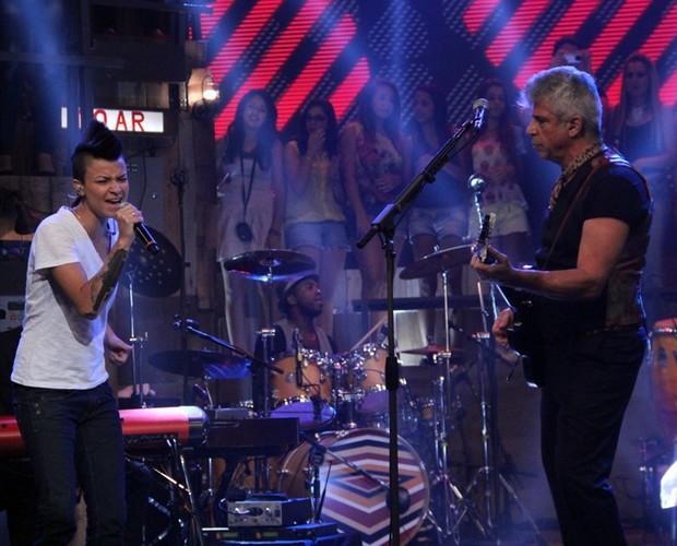 Direto do The Voice, Maria Christina canta 'Toda forma de amor' com Lulu (Foto: TV Globo/Altas Horas)