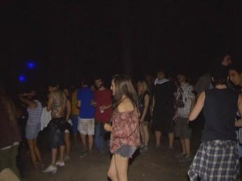 Jovens em festa que foi encerrada pela Polícia Militar do DF, na madrugada deste domingo (7) (Foto: TV Globo/Reprodução)