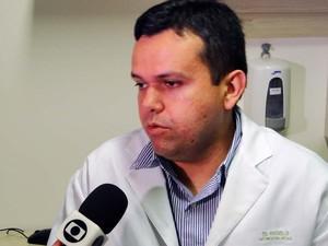 Angelo Silva Neto, neurocirurgião que acompanhou a gestação das gêmeas siamesas (Foto: Ricardo Araújo/G1)