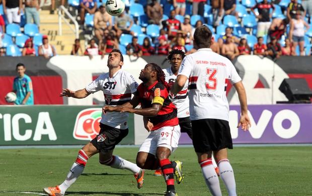 Vagner Love Flamengo Rhodolfo São Paulo (Foto: Cezar Loureiro / Agência o Globo)