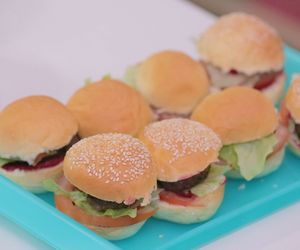 Hambúrguer caseiro com catchup saudável