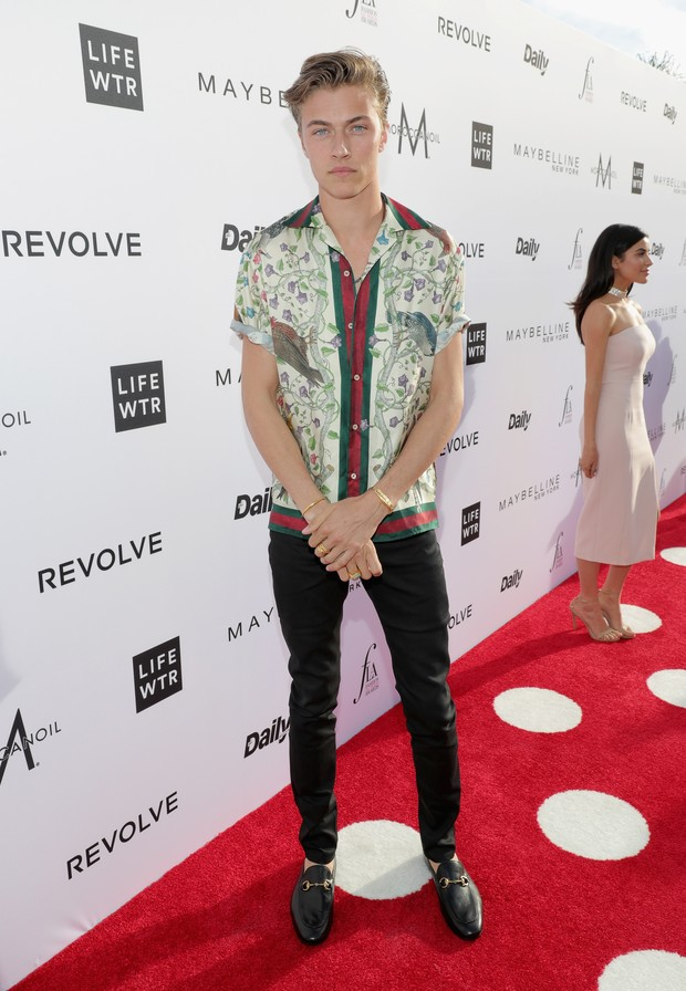 Lucky Blue Smith no Los Angeles Fashion Awards (Foto: AFP)