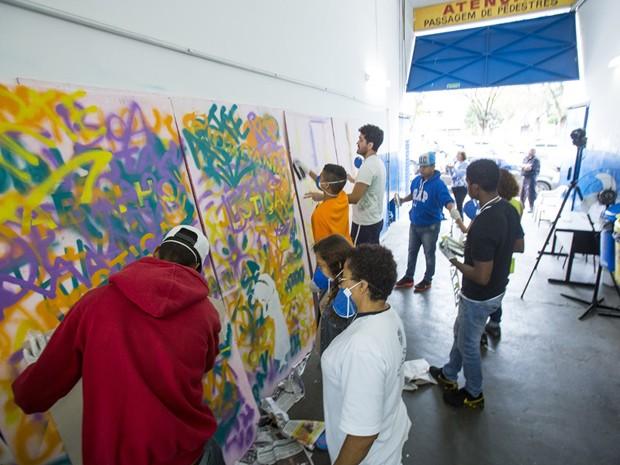 Oficina de grafite em Campinas  (Foto: Adriano Rosa)
