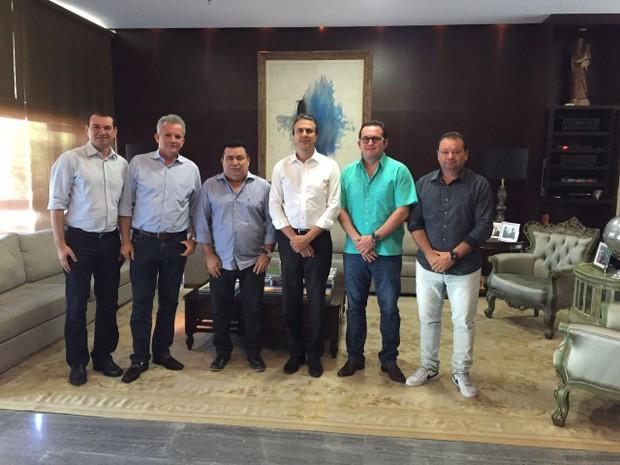Francisco Eron (mais à direita), em evento com o governador do Ceará, Camilo Santana (Foto: Arquivo pessoal)