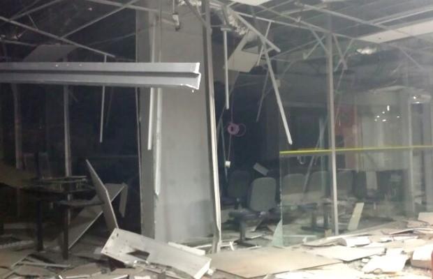 Agência bancária fica destruída após ação de criminosos em Piracanjuba, Goiás (Foto: Divulgação/ Polícia Militar)