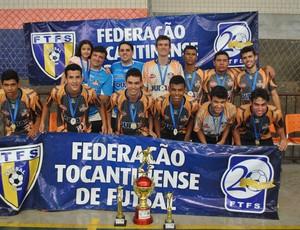 Time do Falcão 12 posa para foto de campeão estadual sub-20 de futsal (Foto: Ricardo Antonio/FTFS)