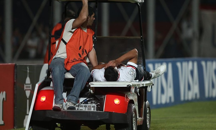 Karce sai na maca San Lorenzo x São Paulo (Foto: Rubens Chiri/saopaulofc.net)