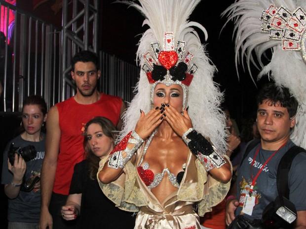 Sabrina Sato, madrinha de bateria da Gaviões da Fiel, chega fantasiada ao Anhembi (Foto: Thiago Duran/AgNews)