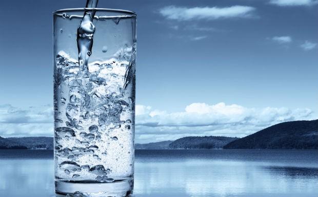 gua gelada, copo de gua, copo d'gua, gua mineral. metabolismo (Foto: Getty Images)