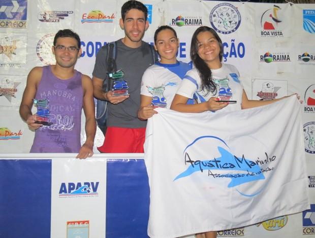 Atletas vencedores na categoria Absoluto (da esquerda para a direita): Ítalo Marques (APABV), Thiago Riker (APABV), Flávia Cantanhede (Aquática Marinho) e Amanda Nobre (Aquática Marinho). (Foto: Arquivo Pessoal)