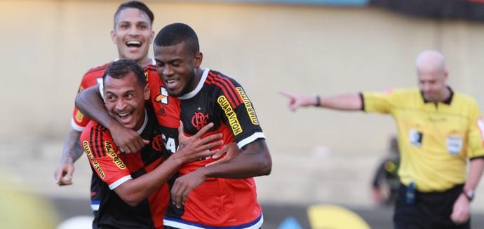 Marcelo Cirino, Alan Patrick e Guerrero Goiás x Flamengo (Foto: Estadão Conteúdo)