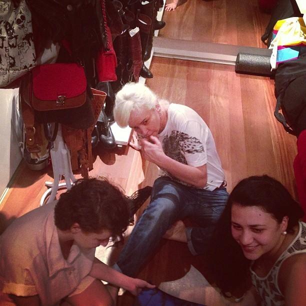 Patricia Zuffa, Clara Lima, Gabi Areste e Martha Medeirosfazem prova de roupa de Ivete para o Rock in Rio (Foto: Instagram/ Reprodução)