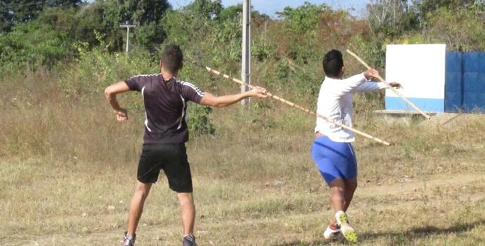 Francisco Caio e Jesimon Henrique - lançamento de dardo (Foto: Daniel Cunha)