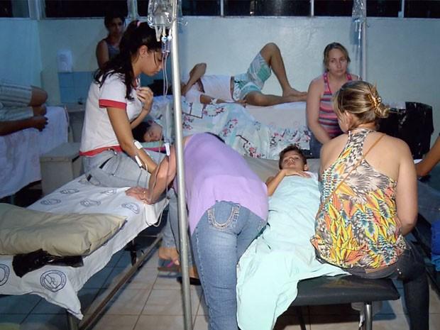 Pacientes são atendidos com suspeita de intoxicação alimentar em Alpinópolis (Foto: Reprodução EPTV / Erlei Peixoto)