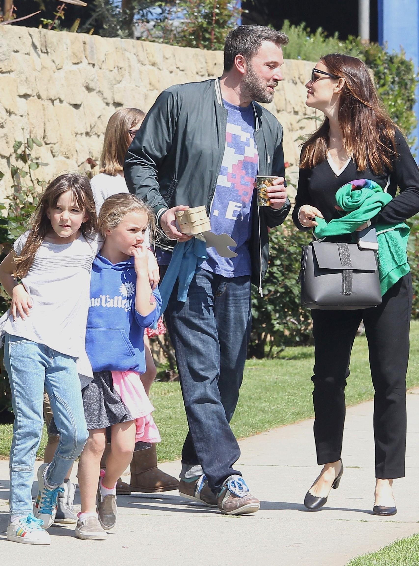 Ben Affleck e Jennifer Garner neste domingo (26.03) (Foto: AKM-GSI)