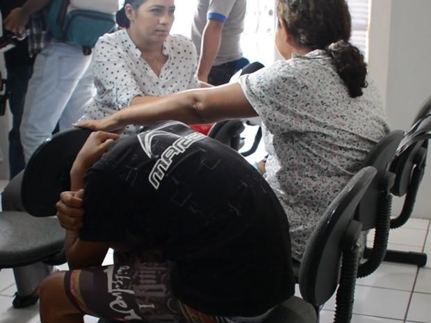 Mãe do adolescente suspeito de matar estudante em uma escola de João Pessoa diz que não vai sair de perto dele (Foto: Walter Paparazzo/G1)