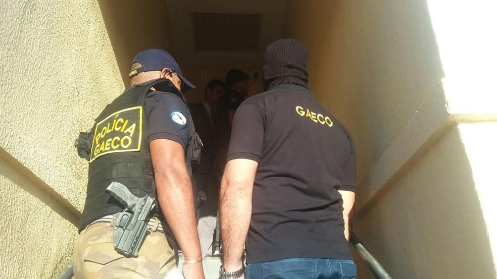 Mandado de busca e apreensão foi cumprido em Petrolina (Foto: Divulgação / Ministério Público)