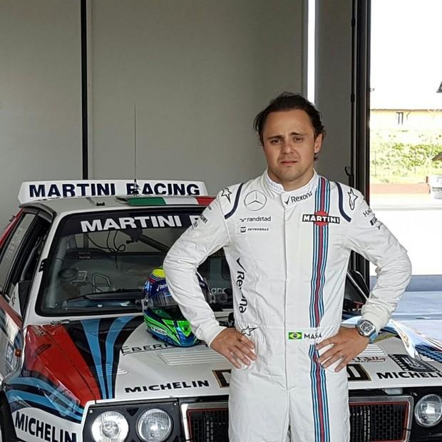 Felipe Massa levou a GQ para dar uma volta nesta Mercedes retrô (Foto: Divulgação)