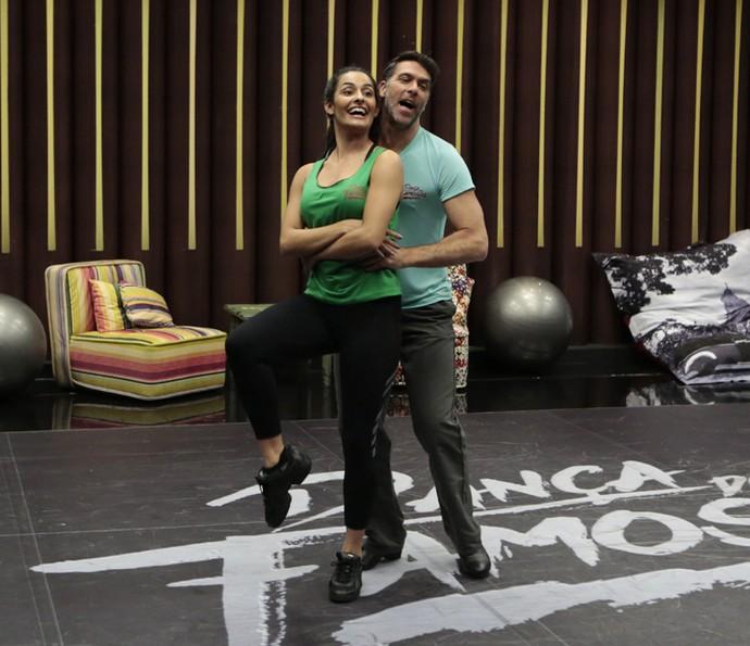 Marcelinho se diverte no ensaio com Yanca Guimarães (Foto: Felipe Monteiro / Gshow)