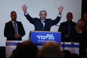 O premier de Israel, Benjamin Netanyahu, discursa após as eleições parlamentares israelenses, Tel Aviv (Foto: Manahem Kahana / AFP)