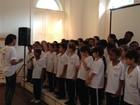 Nas escolas de Petrópolis, RJ, aprendizado é marcado pelo canto