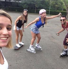 Babi Rossi com a irmã e amigos (Foto: Reprodução_Instagram)