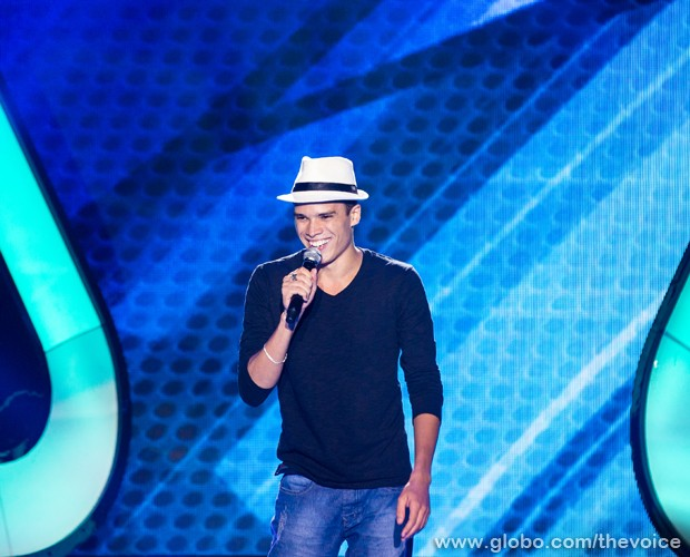 Marcos Lessa canta no The Voice Brasil canção composta por Tom Jobim e Vinicius de Moraes (Foto: Isabella Pinheiro/TV Globo)