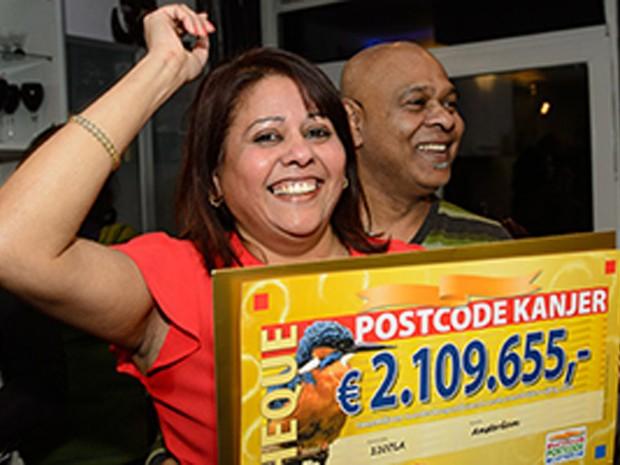 Mulher ganhou US$ 2,1 milhões de euros (R$ 9,3 milhões) em 2015 (Foto:  Reprodução/Postcode Kanjer)