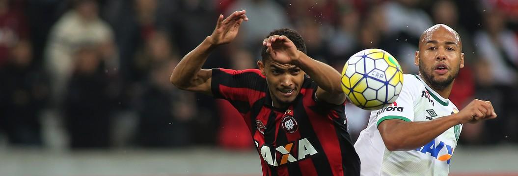 Chapecoense empata com o Atlético-PR (Giuliano Gomes/PR Press)