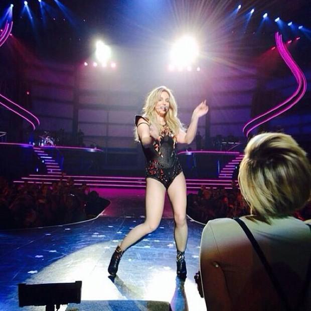 Miley Cyrus tieta Britney Spears (Foto: Reprodução / Instagram)