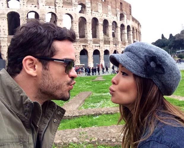 Carol Nakamura está curtindo a Itália com Sidney Sampaio (Foto: Arquivo Pessoal)