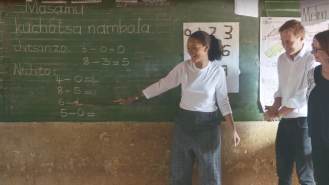 Rihanna visita o Malawi (Foto: Reprodução)