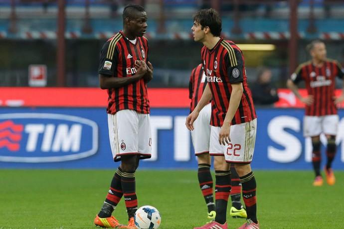 Balotelli e Kaka, Milan x Parma (Foto: AP)