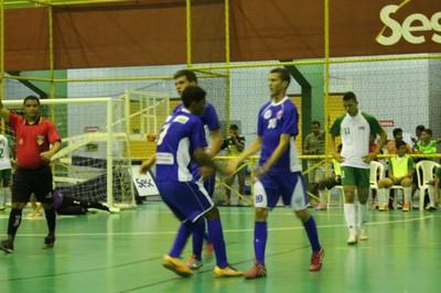 Escola Senador Nilho Coelho/ Comemora um dos gols contra o Antonio Campelo (Foto: Amanda Lima)
