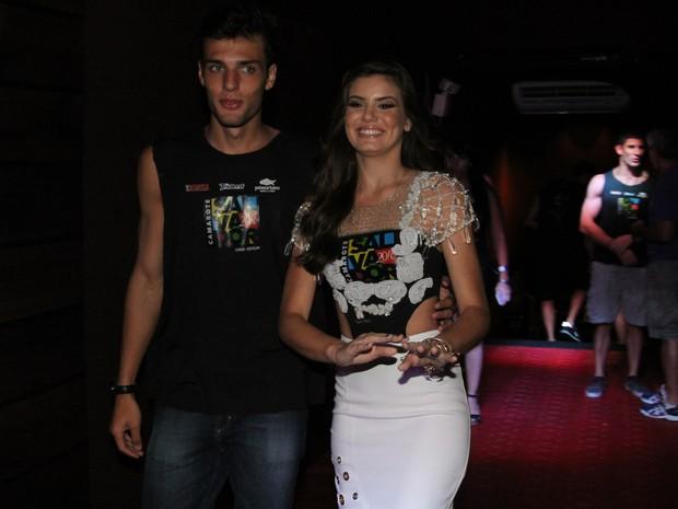Camila Queiroz com o namorado Lucas Cattani (Foto: Daniel Delmiro/AgNews)