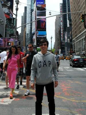 Lucas posa com o Glass na Times Square, em Nova York (Foto: Arquivo pessoal)