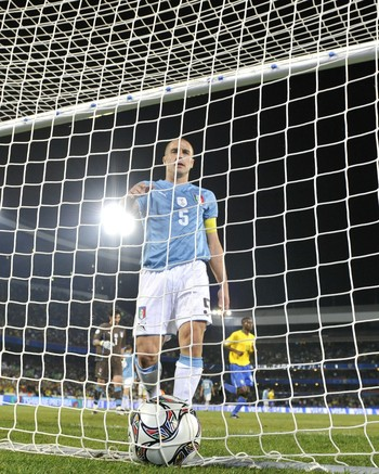 Luis Fabiano Fabio Cannavaro Copa das Condeferações 2009 (Foto: AFP)