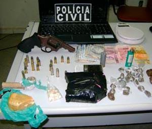Operação Jellystone apreendeu arma e drogas  (Foto: Cedida/Degepol/RN)
