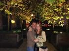 Marina Ruy Barbosa posa abraçadinha com o namorado