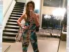 Mirella Santos exibe look comportado para jantar com Ceará