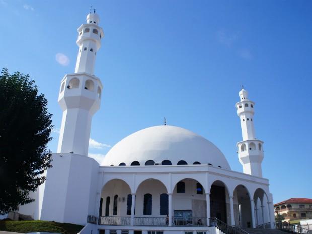 A mesquita sunita de Foz do Iguaçu recebe cerca de 5 mil visitantes por mês (Foto: Fabiula Wurmeister / G1)